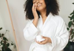 Czy rękawica do demakijażu skutecznie usuwa makijaż?